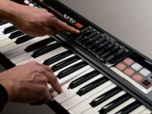 ROLAND XPS-10 Expandable Synthesizer Kiralama